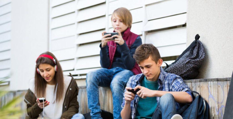Детей старше 12 лет будут запускать в ряд заведений через Ashyq