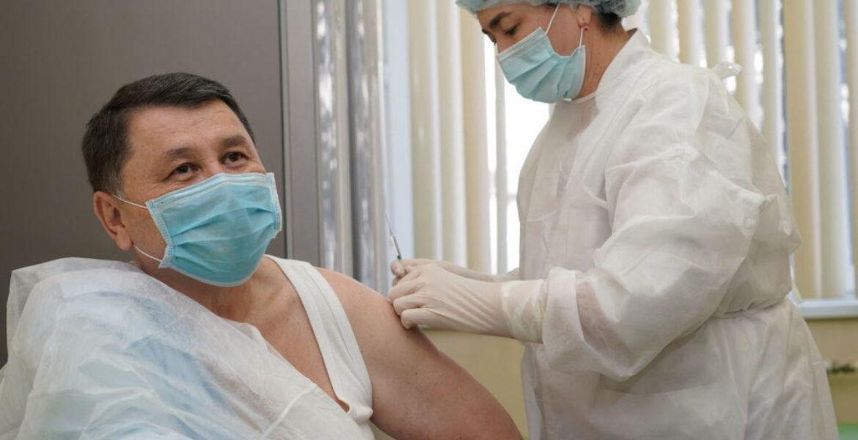 «Должны вакцинироваться за свой счет»: Бекшин высказался о покупающих паспорт вакцинации