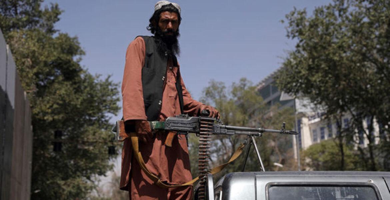 Талибы открыли огонь по митингующим в поддержку нацфлага