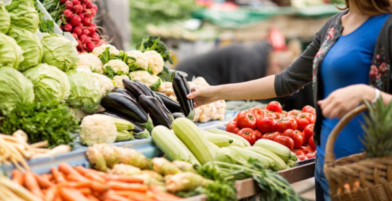«Дохнуть с голоду?»: алматинку с медотводом не пустили на рынок