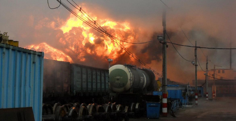 Вагон с цистерной бензина загорелся в Туркестанской области