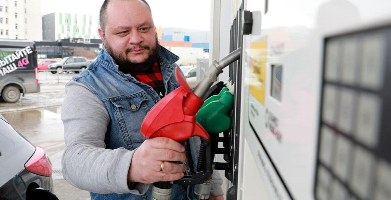 По капельке: в Западном Казахстане начался топливный кризис