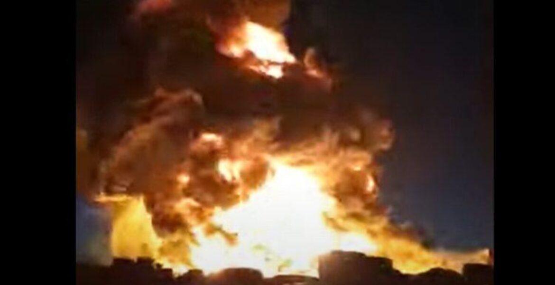 Завод по переработке вторсырья горит в Караганде — видео