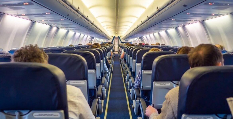 Как бесплатно получить свободный ряд в самолете, рассказала путешественница