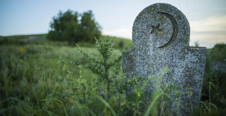 «Бульдозером по могилам». Чиновники прокомментировали скандал с продажей земли