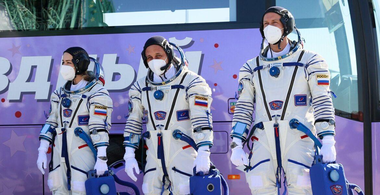 Видео летящего в космос «Союза» с «киноэкипажем» на борту появились в Сети