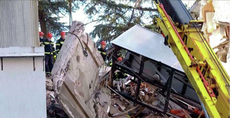 В Батуми 4 человека погибли при обрушении жилого дома
