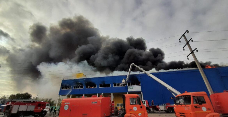 Выгорели тысячи квадратов: пожар в ТЦ «Астыкжан» в Нур-Султане потушен. Видео