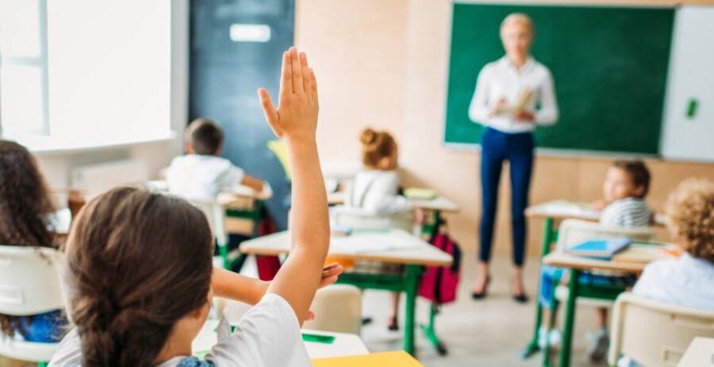 В Казахстане запустили акцию «Поздравь своего учителя»